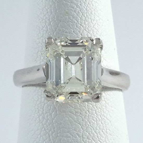 18k White Gold Ladies Engagement Ring R10173