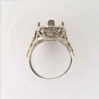 Vintage Filigree Ring   Gold   Scrolls   18x9mm Emerald Stone